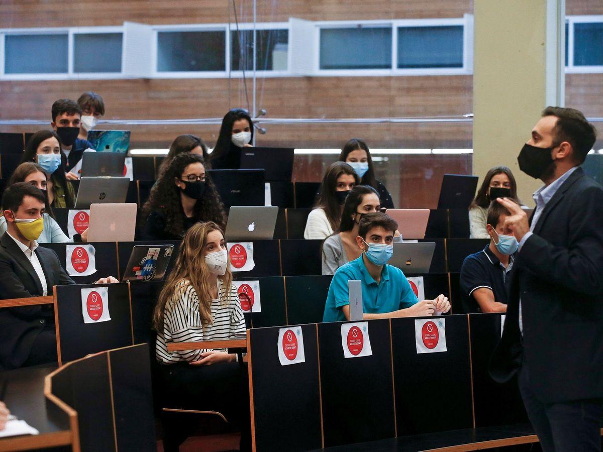 Foto: Imagen de una clase en la Universidad Pompeu Fabra de Barcelona. (EFE)