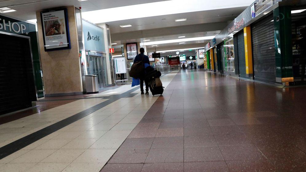 Foto: n centro comercial cerrado en Madrid. (Efe)