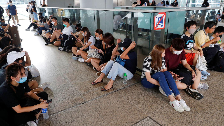 Sentada de los manifestantes en el aeropuerto internacional de Hongk Kong. (Reuters)
