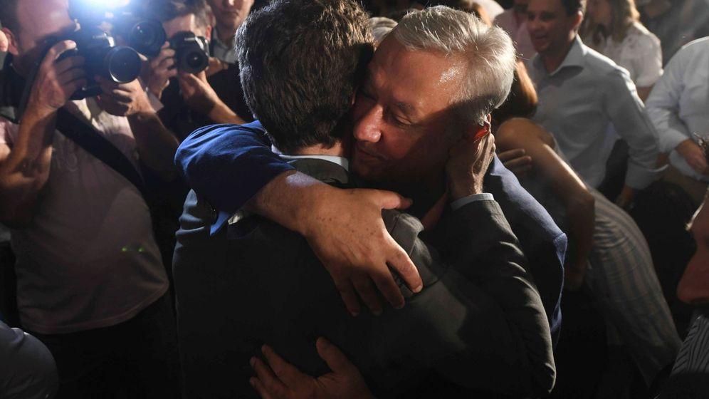 Foto: Pablo Casado saluda a Javier Arenas. (EFE)