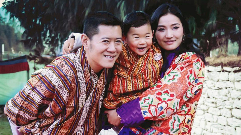 Los reyes y el príncipe heredero de Bután. (IG)