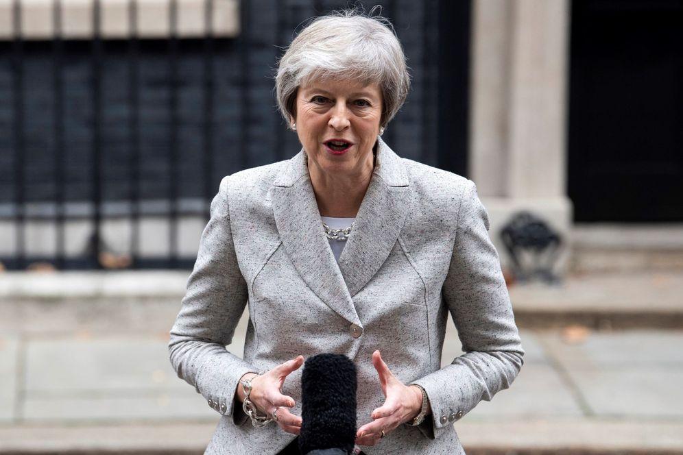 Foto: La primera ministra británica, Theresa May, se dirige los medios en el 10 de Downing Street, en Londres. (EFE)