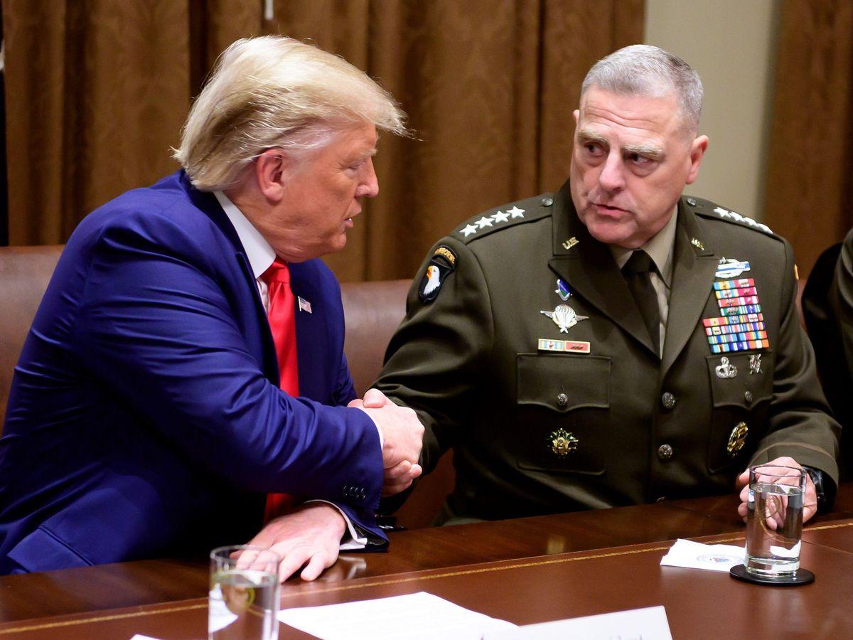Foto: Trump con el general Mark A. Milley. (Reuters)