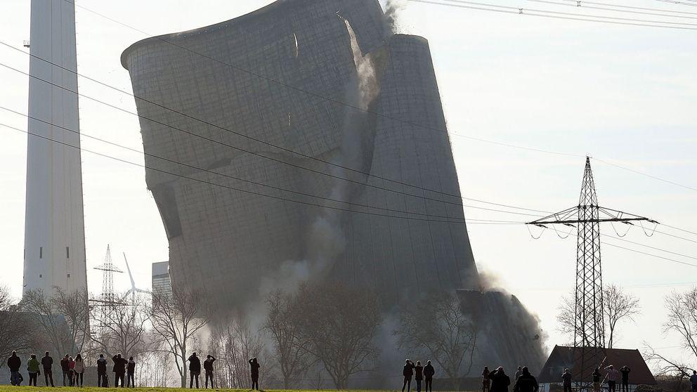 Así se reduce a escombros una central de carbón