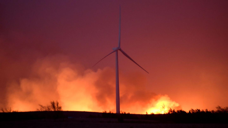 Foto de archivo de un incendio en un parque de aerogeneradores. (Reuters)