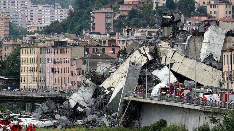 Foto: Hundimiento del Puente Morandi, en Génova. (Reuters)