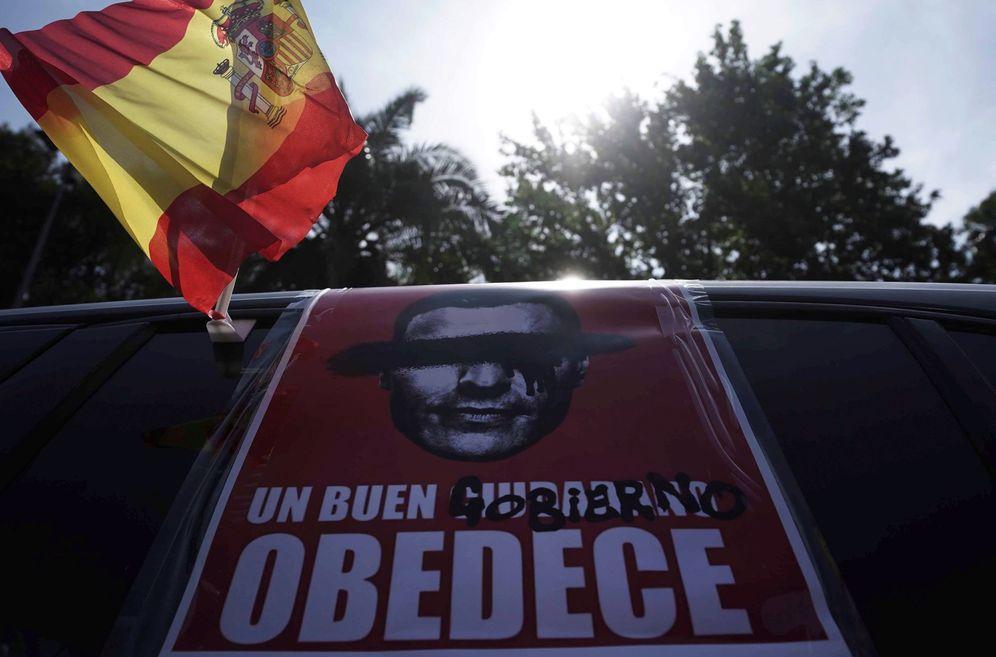 Foto: Manifestación convocada por Vox en Córdoba. (Rafa Alcaide/Efe)
