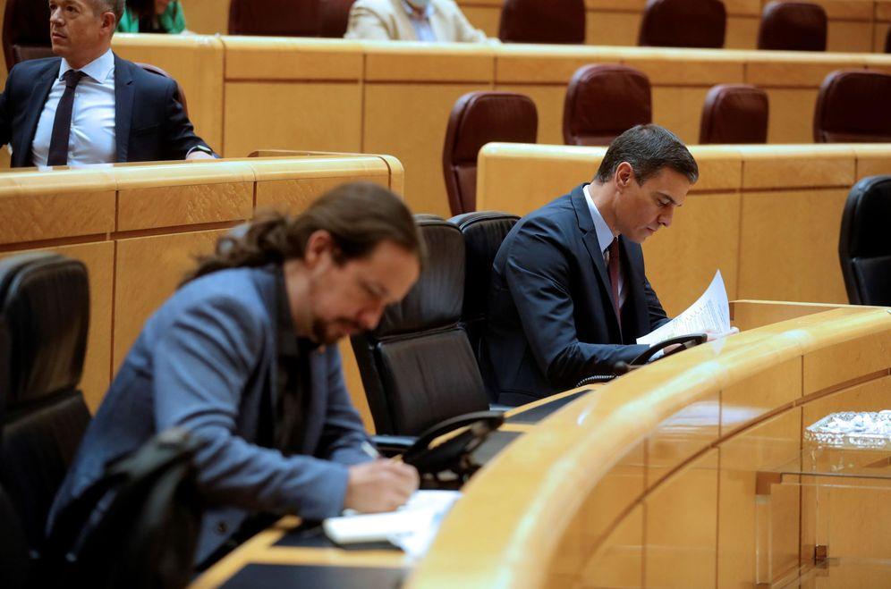 Foto: Pedro Sánchez y el vicepresidente segundo, Pablo Iglesias, el pasado 16 de junio en el pleno del Senado. (EFE)