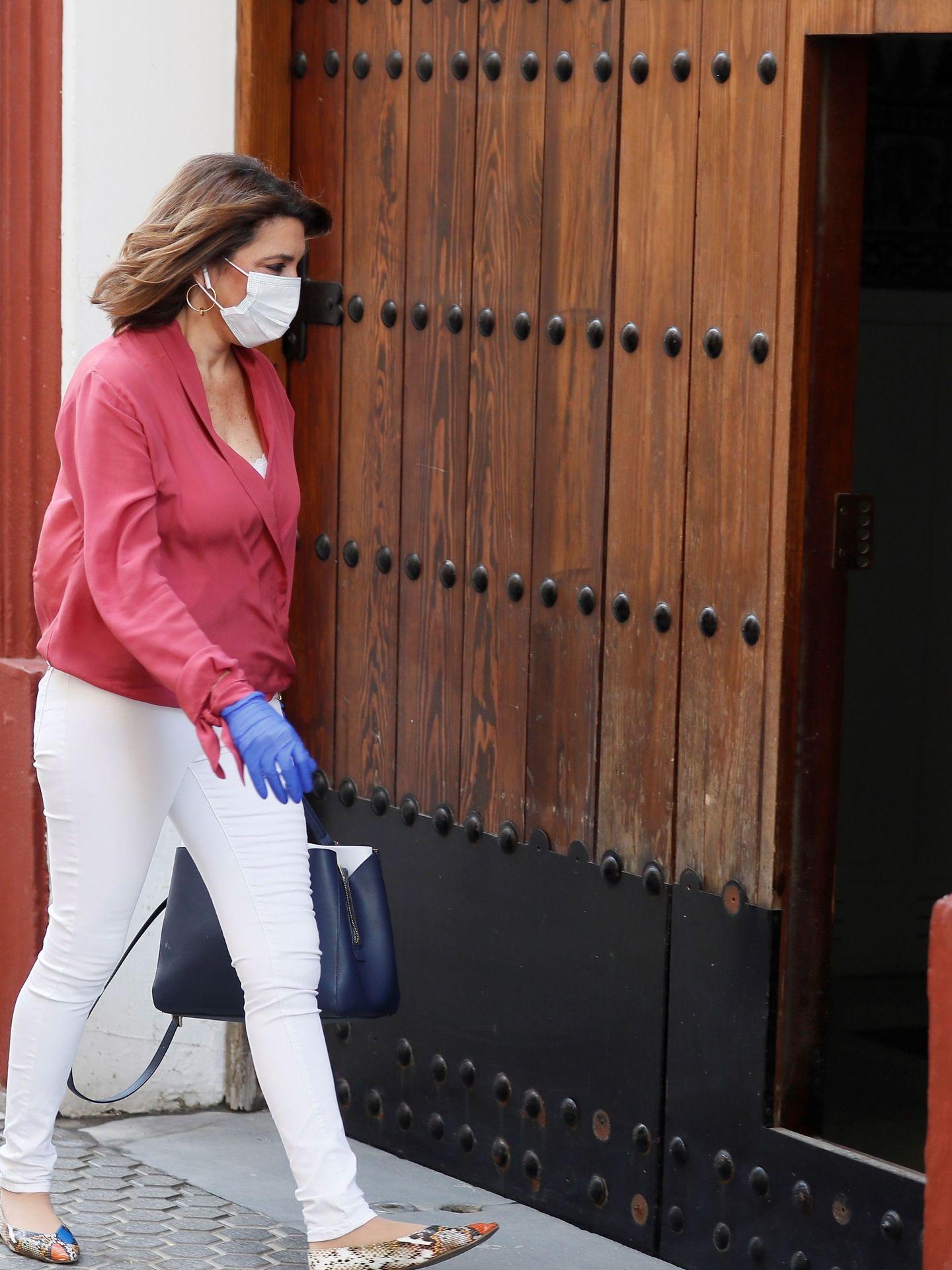 Susana Díaz, a su llegada a la sede andaluza en la calle San Vicente de Sevilla. (EFE)