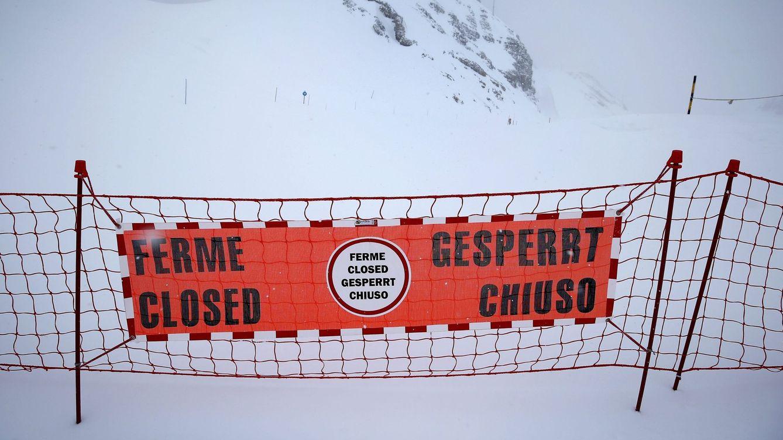 Foto: Las estaciones deben señalizar las pistas que no reúnen las condiciones para esquiar (Sebastien Nogier/Efe)