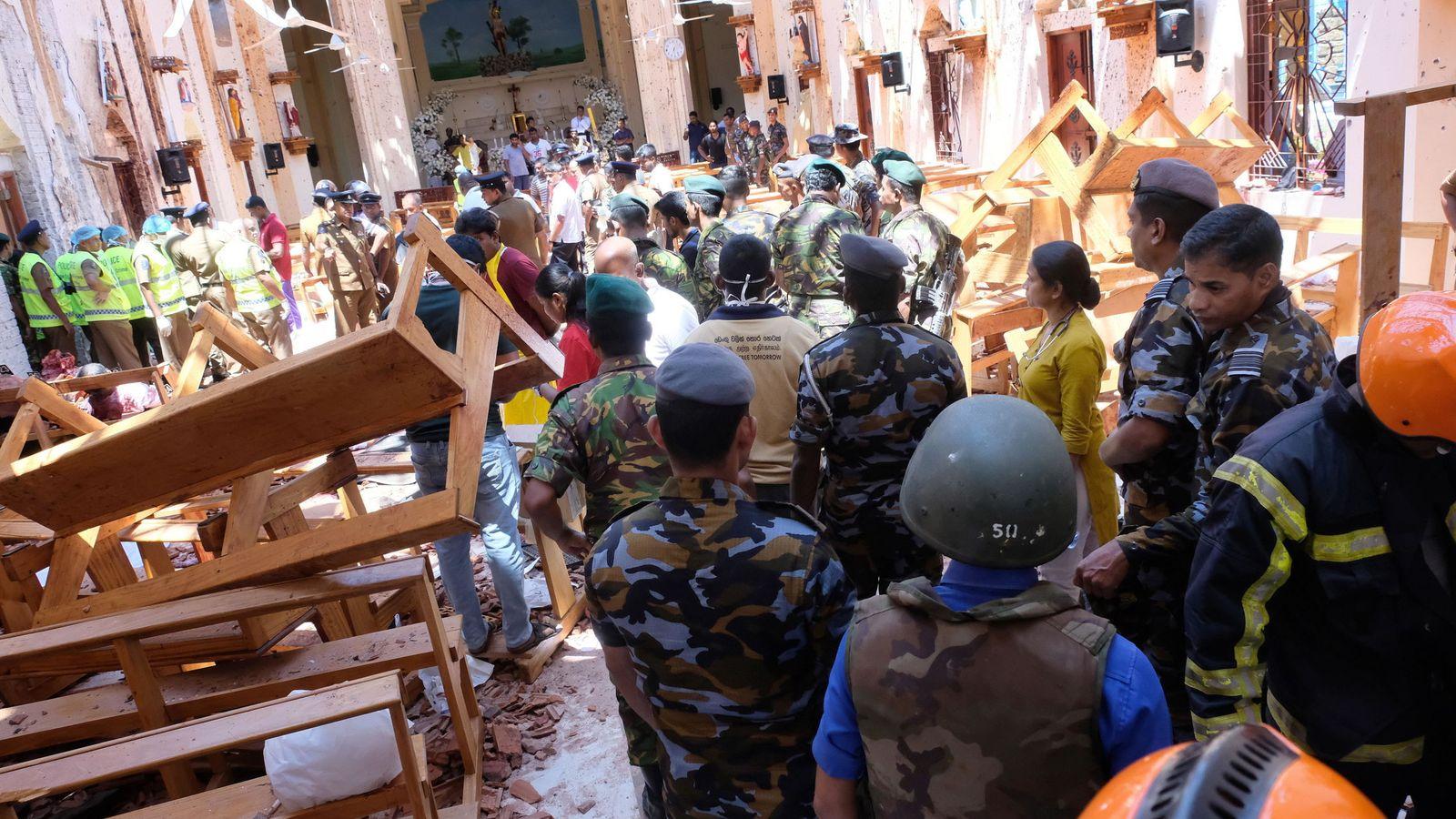 Foto: Interior de una iglesia destrozada por el efecto de las bombas. (Reuters)