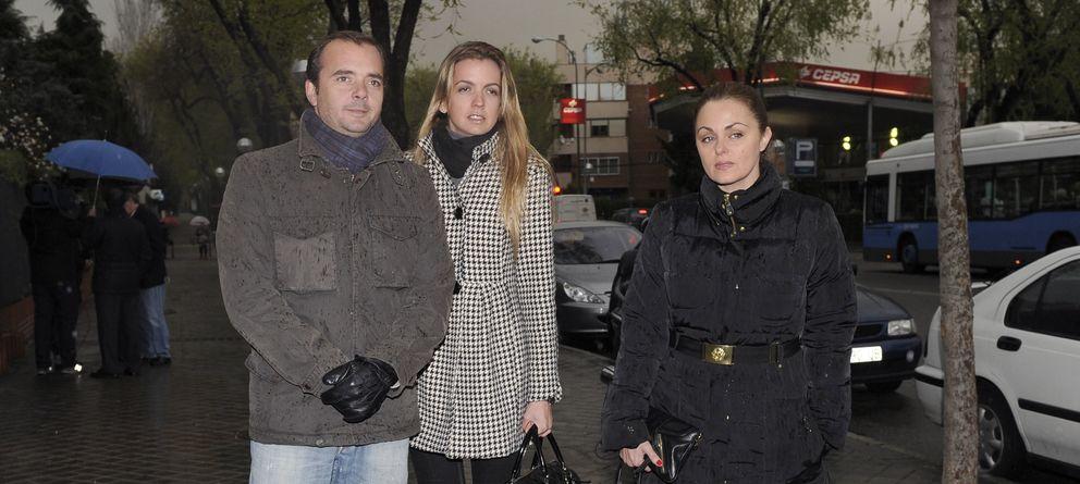 Foto: Antonio Morales Jr y su mujer Bárbara Suanzes con Carmen Morales (Gtres)