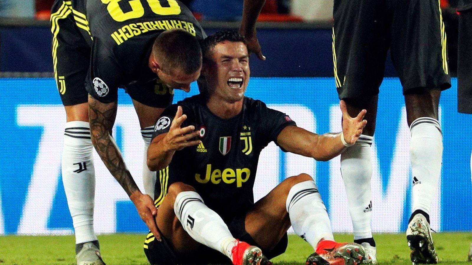 Foto:  Cristiano reacciona tras ser expulsado. (EFE)