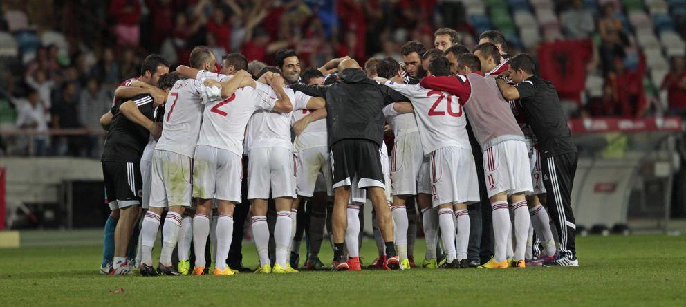 Foto: La selección de Albania celebra la gesta lograda ante Portugal (Reuters)