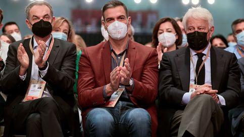 Sánchez consuma un giro del PSOE al centro alineado con los barones y Felipe González