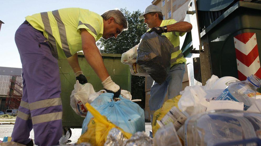 Foto: Trabajadores de Urbaser en Lugo, en una foto de archivo. (EFE)