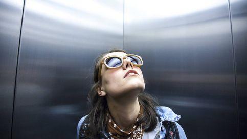 Por qué hay espejos al lado y dentro de los ascensores