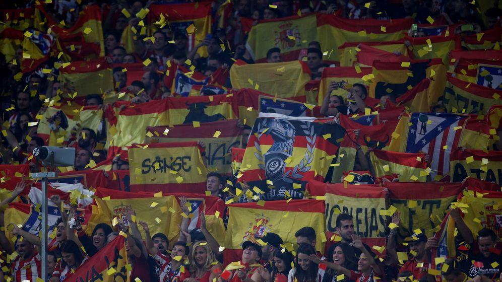 Foto: La grada del Wanda, llena de banderas. (Reuters)
