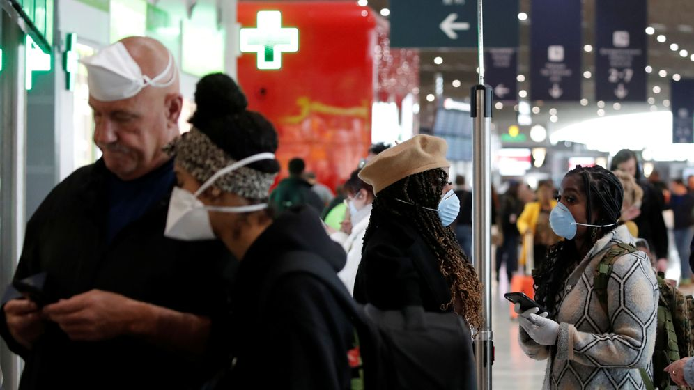 Foto: Viajeros en un aeropuertos (Reuters)