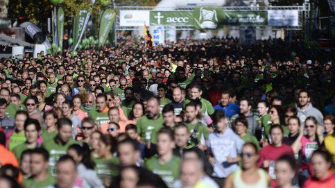 Valladolid se tiñe de verde con 58.000 'mecenas' que marchan contra el cáncer