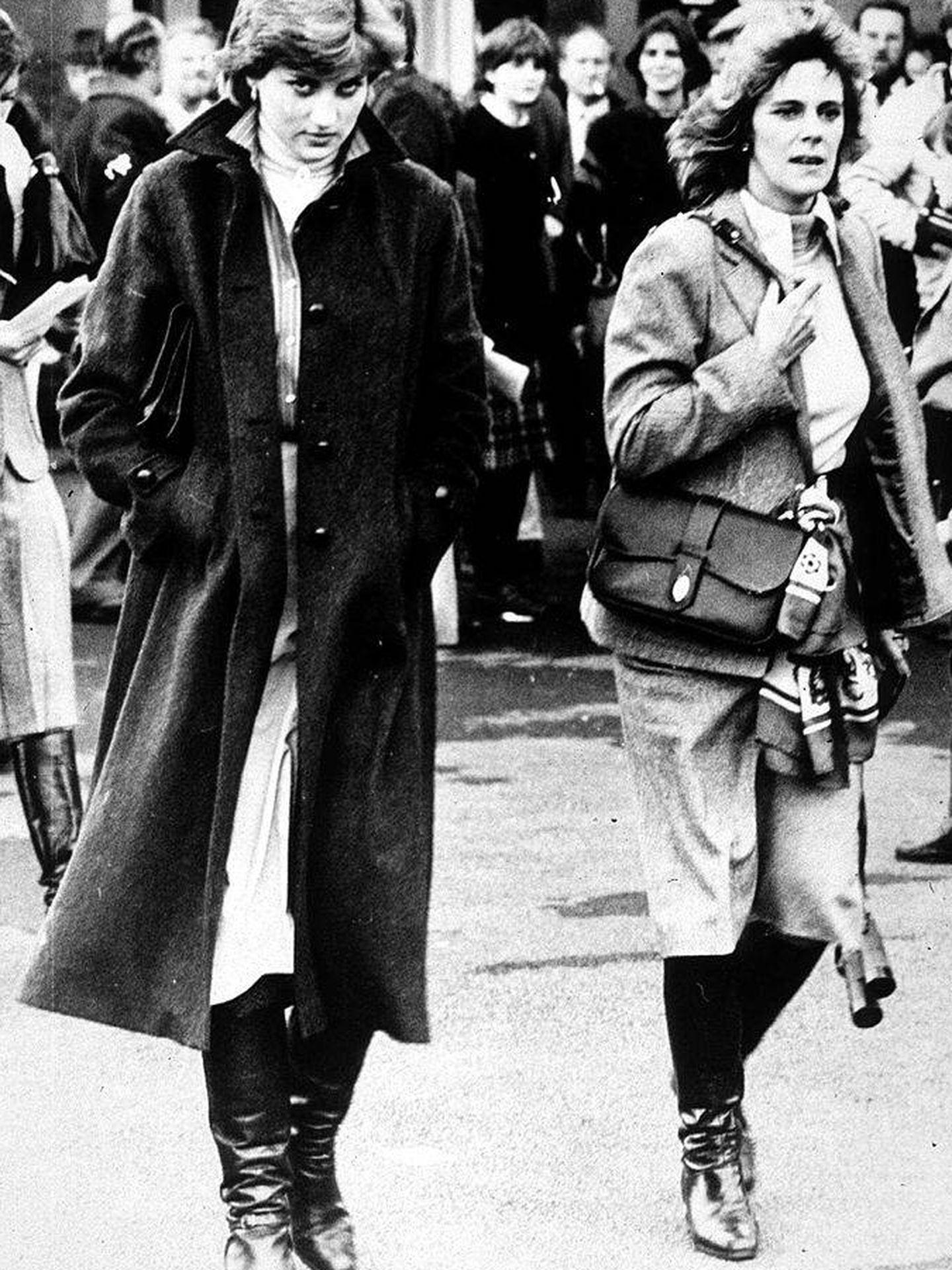 Diana de Gales y Camilla Parker, en una imagen de 1980. (Getty)