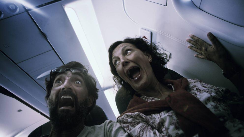 Trucos para sobrevivir a un accidente de avión, según una azafata
