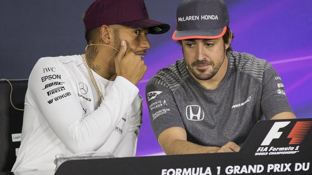 Foto: Lewis Hamilton y Fernando Alonso en rueda de prensa. (EFE)