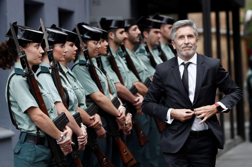 Foto: El ministro del Interior, Fernando Grande-Marlaska, a su llegada a los actos conmemorativos por el 30 aniversario del ingreso de la mujer en la Guardia Civil en septiembre. (EFE)