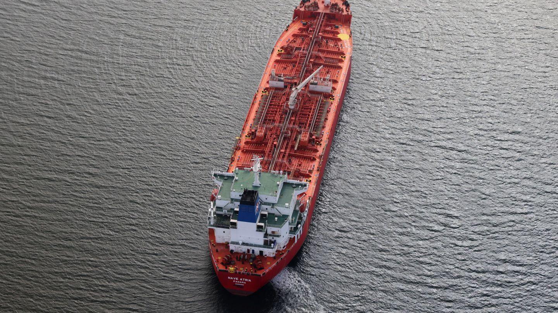 Un petrolero esperando a entrar en el puerto de Los Ángeles en EEUU. Reuters