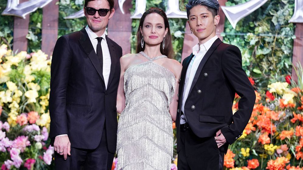 Foto: Sam Riley, Angelina Jolie y Miyavi. (Getty)