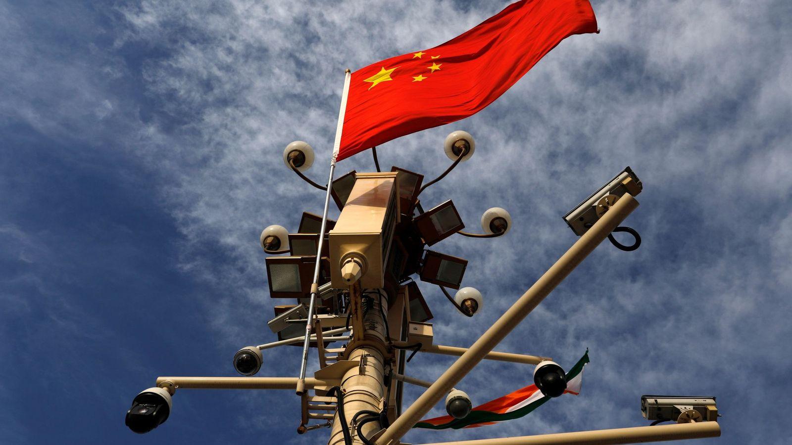 Foto: Cámaras de vigilancia en la plaza de Tiananmen en Pekín. (EFE)