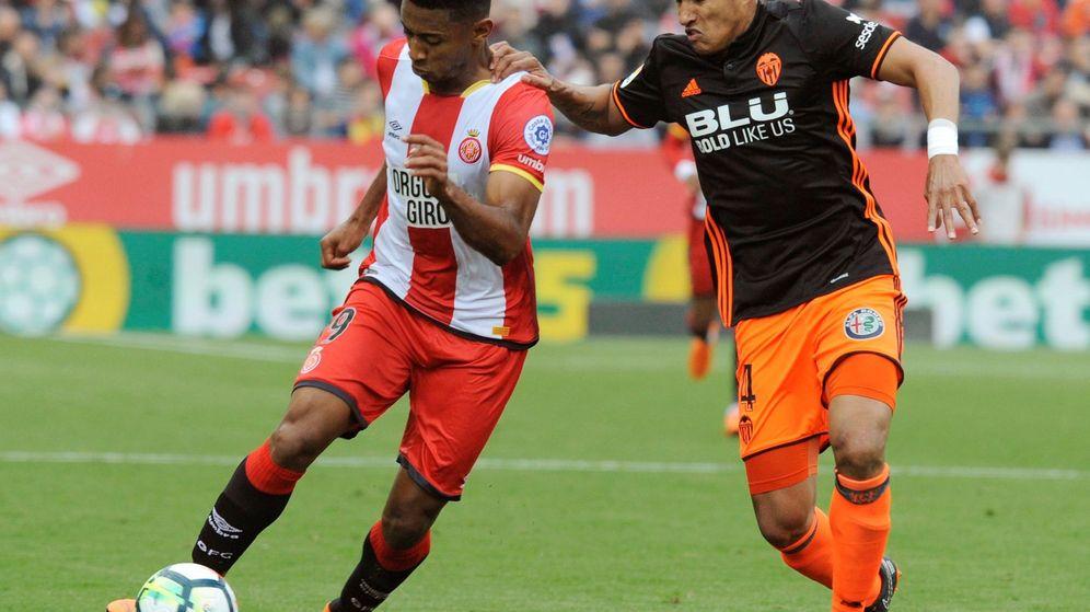 Foto: Murillo (d) llegó al Valencia en le verano de 2017 procedente del Inter. (EFE)