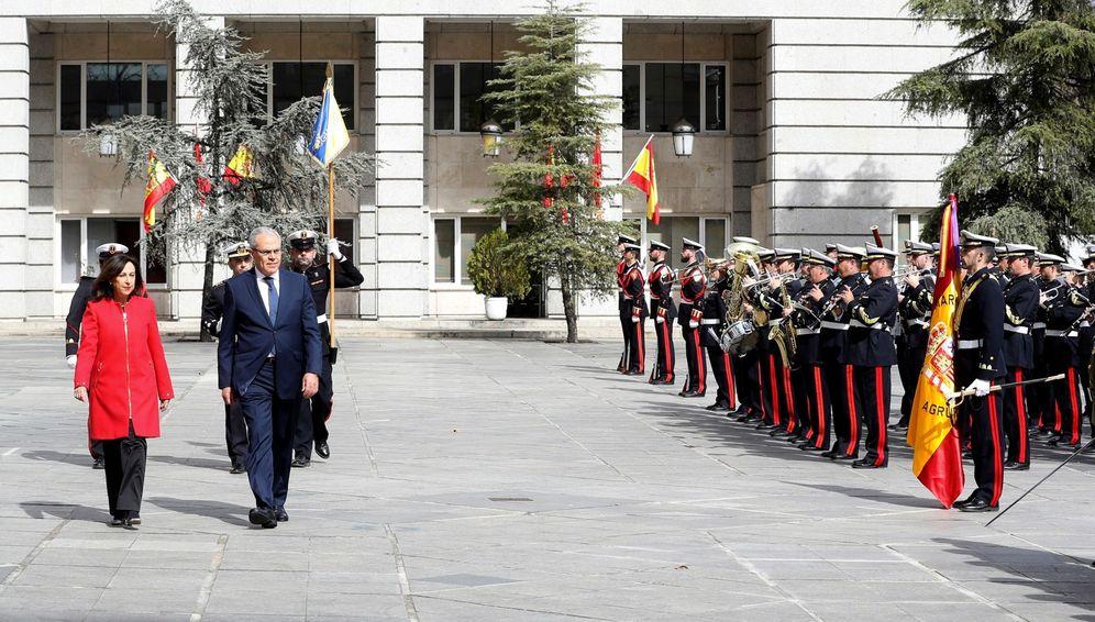 Foto: Margarita Robles recibe al ministro delegado de Defensa de Marruecos, Abdellatif Loudiyi, este 4 de marzo en la sede de su departamento, en Madrid. (EFE)