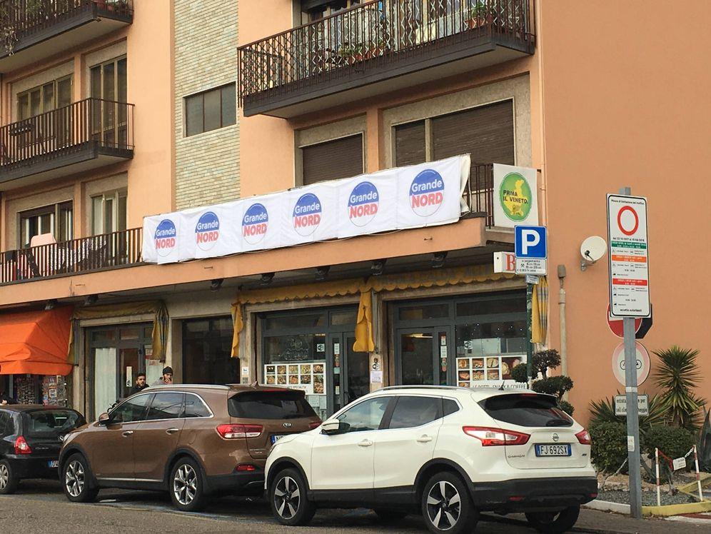 """Foto: Alrededores de la estación de trenes de Mestre. En la esquina un cartel reza """"Venecia para los venecianos"""". (I. Savio)"""