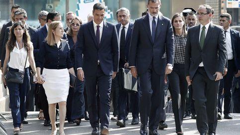 Felipe y Letizia interrumpen sus vacaciones para homenajear a las víctimas en Barcelona