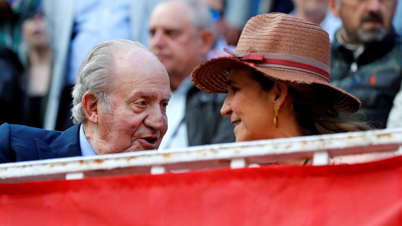 El rey Juan Carlos y la infanta Elena, en una imagen de archivo. (EFE)