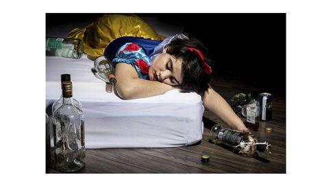 Las princesas Disney sufren problemas sociales como el alcoholismo o la violencia doméstica