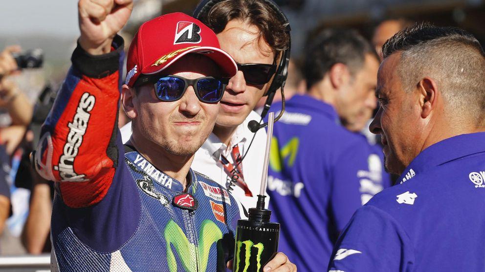 Lorenzo consigue una brutal 'pole' y Rossi se va por los suelos en Valencia
