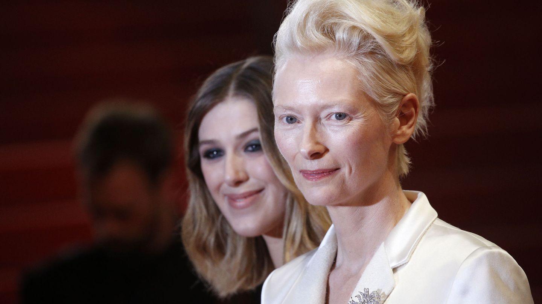 Swinton y su hija, en el pasado Festival de Cannes. (Reuters)