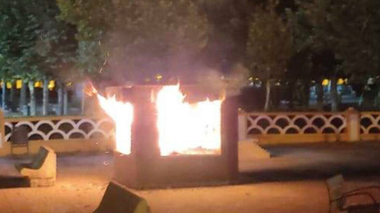 La biblioteca incendiada que renace de las cenizas con corazón y cariño de todo el país