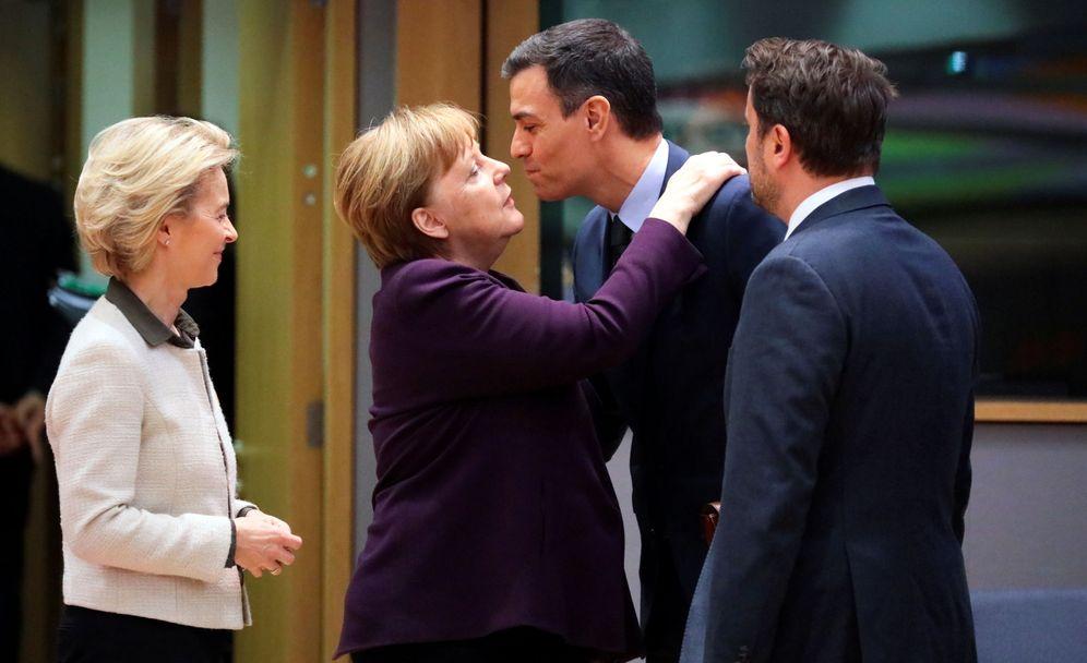 Foto: Von der Leyen, Merkel y Pedro Sánchez. (Reinhard Krause/Reuters)