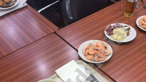 Langostinos y embutidos: la foto (sin recortar) de la cena policial en Barcelona