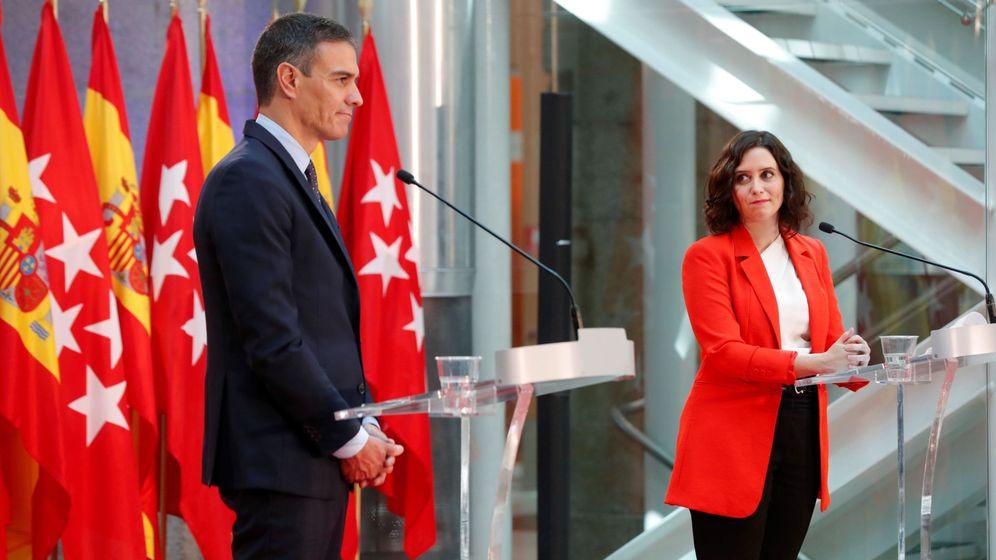 Foto: Pedro Sánchez e Isabel Díaz Ayuso, durante la rueda de prensa que ofrecieron el lunes en la Puerta del Sol. (EFE)