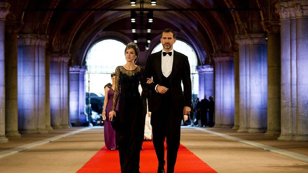 Foto:  Felipe y Letizia, en una imagen de 2013 en una cena ofrecida por la entonces reina Beatriz. (Getty)