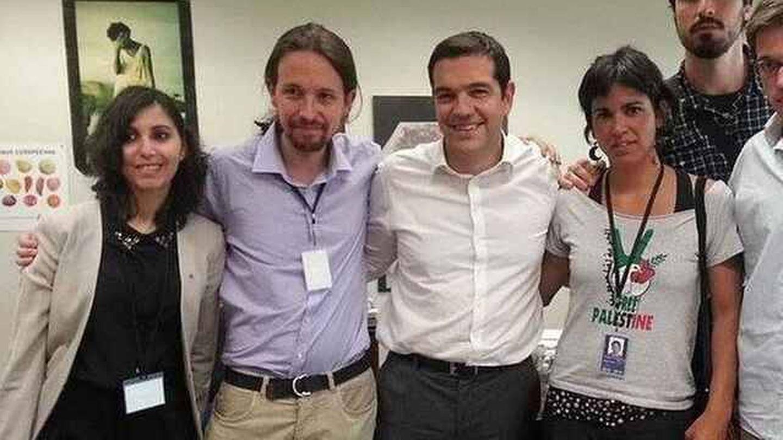Dina junto a Pablo Iglesias y algunos de los líderes más importantes de los inicios de Podemos. (Cedida)
