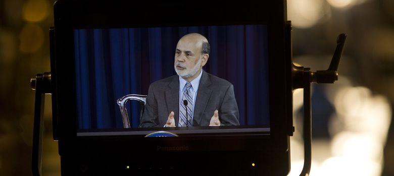 Foto: Una cámara recoge la imagen de Bernanke en la rueda de prensa posterior a la reunión de septiembre