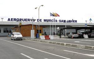 El aeropuerto fantasma pilla a la élite murciana entre Sacyr y Valcárcel