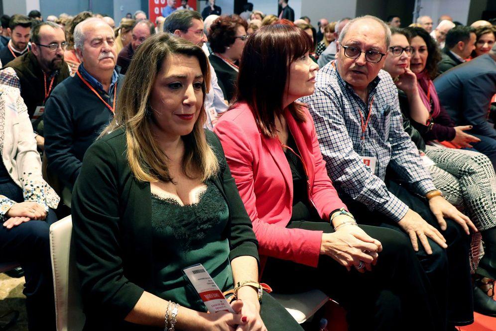 Foto: Susana Díaz, con Micaela Navarro y Juan Cornejo, este 17 de marzo en el comité federal del PSOE. (EFE)