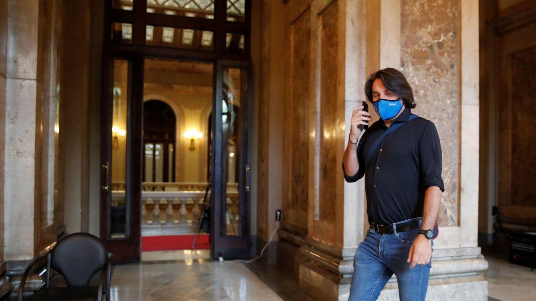 Francesc de Dalmases en los pasillos del Parlament. (EFE)