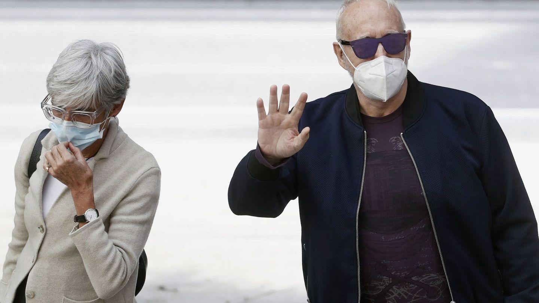 Josep Maria Mainat acompañado por su abogada, Olga Tubau. (EFE)